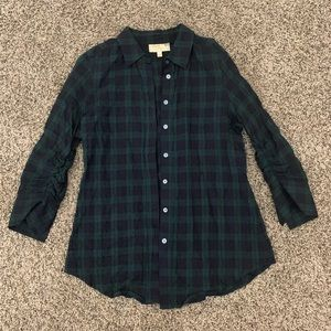 Plaid crinkle fabric figure slimming button down
